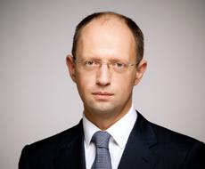 Яценюк выступает за продажу на открытом аукционе 1 млн га земли, находящейся в госсобственности