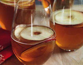 Кооператив на Київщині почав виробляти сидр та яблучний оцет