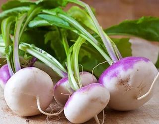 На смак брукви добре впливає удобрення натрієвою селітрою