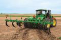 Чизельний обробіток ґрунту дозволяє зменшити ерозію на схилових землях