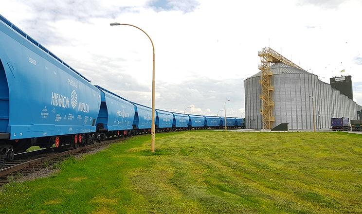 «НІБУЛОН» відправив власними вагонами першу партію зерна