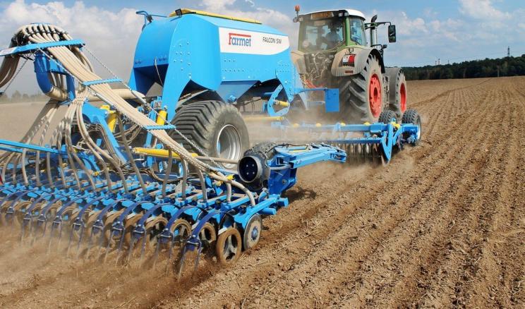 Вибирати оптимальну технологію обробітку ґрунту треба з огляду на рік, що минає