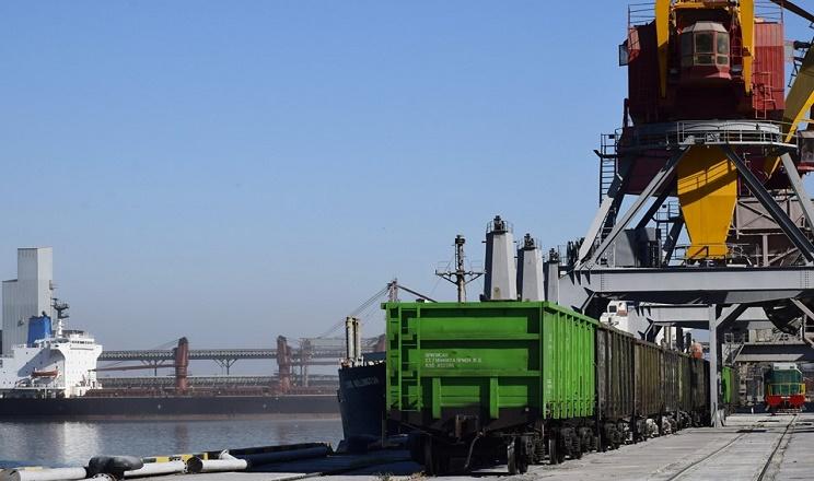 «Ніка-Тера» з початку року перевантажила рекордних 6 млн тонн вантажів