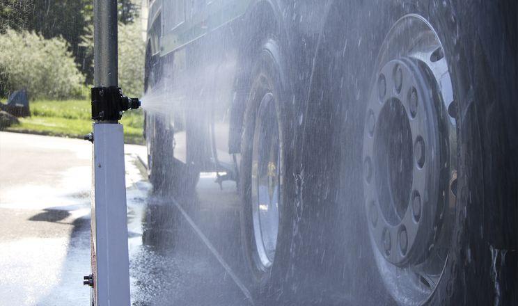 Дезінфекція автотранспорту на свинофермі дає високі шанси унебезпечитися від вірусу АЧС