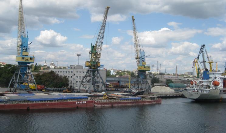 В трьох українських портах обмежено лоцманську проводку