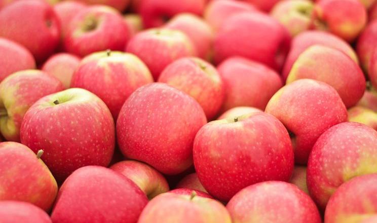 Яблука в Україні дорожчі, ніж у Польщі