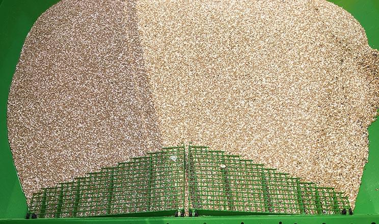 Amazone забезпечує одночасне розкидання різних мінеральних добрив