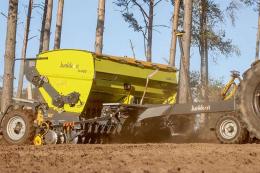Компанія Junkkari представила високопродуктивну механічну зернову сівалку М400