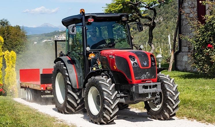 Valtra презентувала нові трактори для виноградників та садів