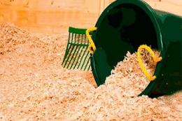 Підстилка з столярної стружки допомагає захистити птахогосподарство від аспергільозу