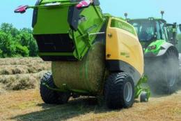Прес-підбирачі Krone керують трактором