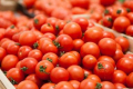 На ринках з'явилися перші вітчизняні томати і капуста