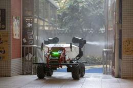 Сільськогосподарський робот XAG R80 дезинфікує майданчики