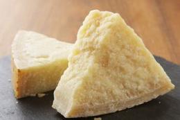 За 4 місяці Україна наростила імпорт сирів на третину
