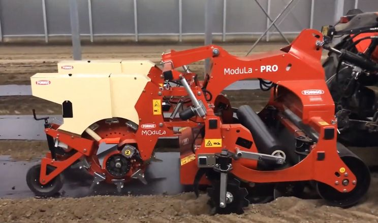 Посівна машина FORIGO Modula PRO здатна висівати насіння в покритий плівкою ґрунт