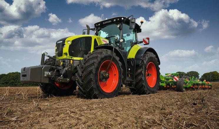 Claas оновив серію тракторів Axion 900