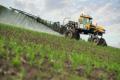 Українським аграріям обмежують доступ до сучасних засобів захисту рослин