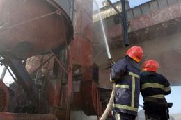 На Хмельниччині в зерносушарці згоріли чотири тонни соняшника