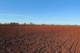 Максимальному збереженню вологи сприяє вирівнювання поля з осені, - досвід «Укрлендфармінг»