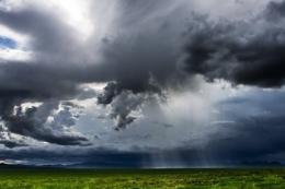 Погода в Україні: очікуються дощі і грози