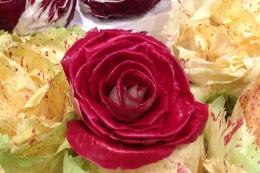 Цикорій радиккіо у формі троянди добре імпортується