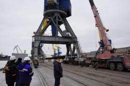 На 2-му районі Маріупольського порту монтують кран «Кондор 11»