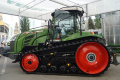 Гусеничний трактор має мінімальний тиск на ґрунт і низькі витрати пального