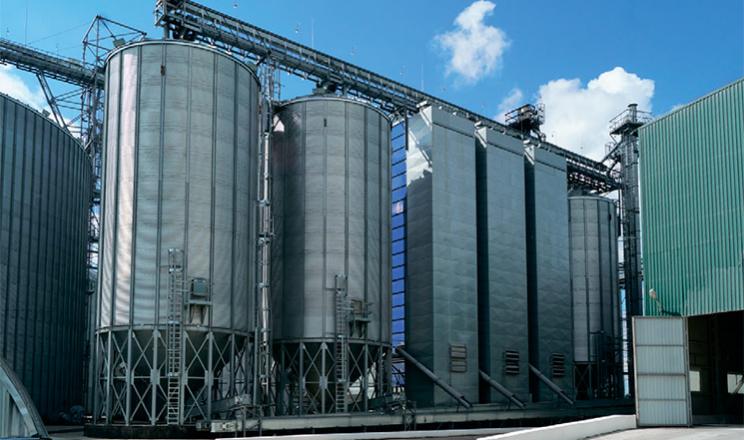 Елеватор МХП на Сумщині частково зберігає зерно у рукавах