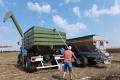 «Завод Кобзаренка» показав у роботі агрегати для власників трактора МТЗ-80